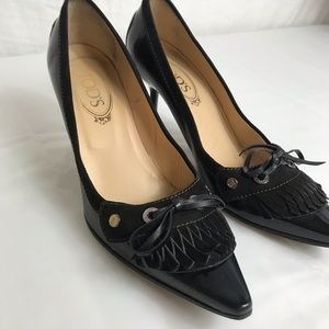 Tod's patent leather pumps w/ fringe